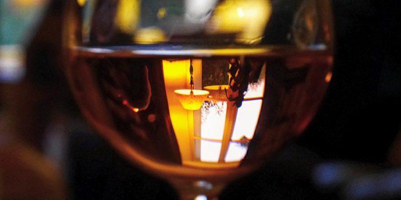 Voir le verre à moitié plein #rosé #vin #verreamoitieplein #reflet #tenuedufougeray